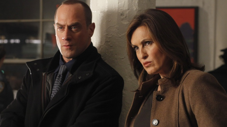 http://img4.looper.com/img/gallery/characters-we-thought-would-hook-up-but-never-did/benson-and-stabler-on-law-and-order-svu.jpg