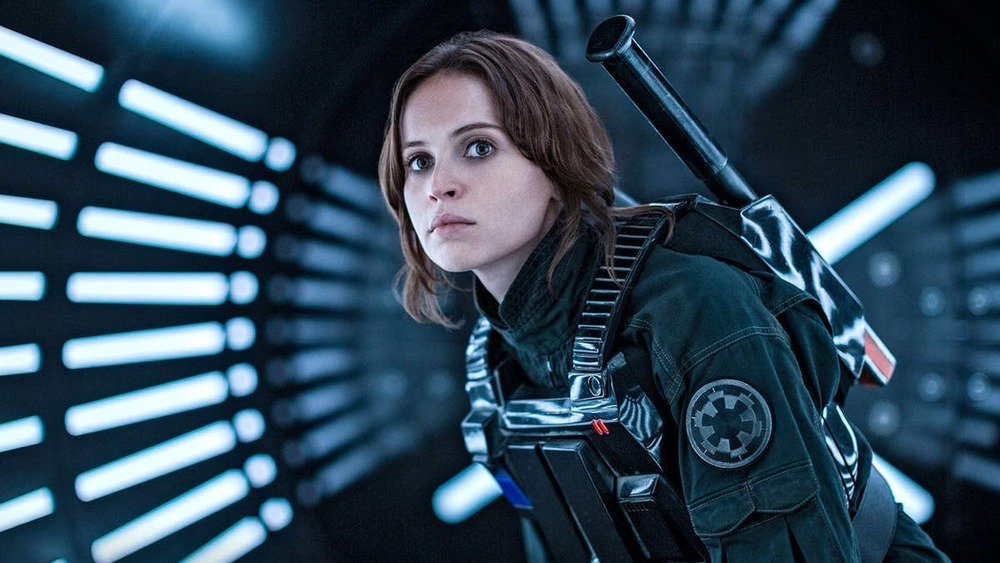 Jyn Erso crouched