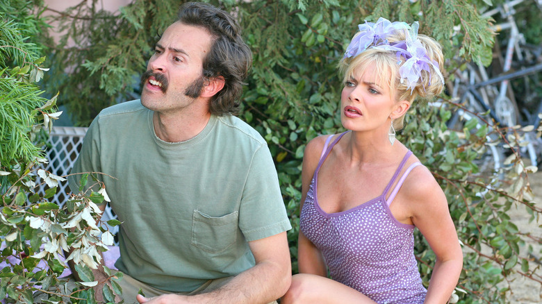 Jason Lee and Jamie Pressly in My Name is Earl