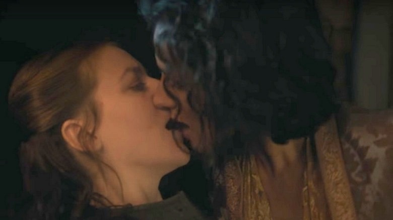 Gemma Whelan and Indira Varma kissing in Game of Thrones