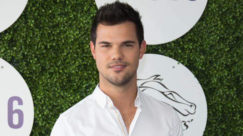 Taylor Lautner white shirt
