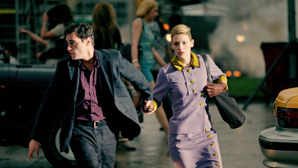 Joaquin Phoenix and Claire Danes running